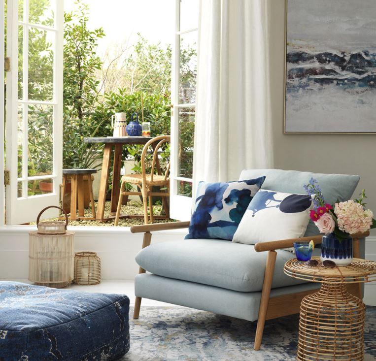 salones con pocos muebles