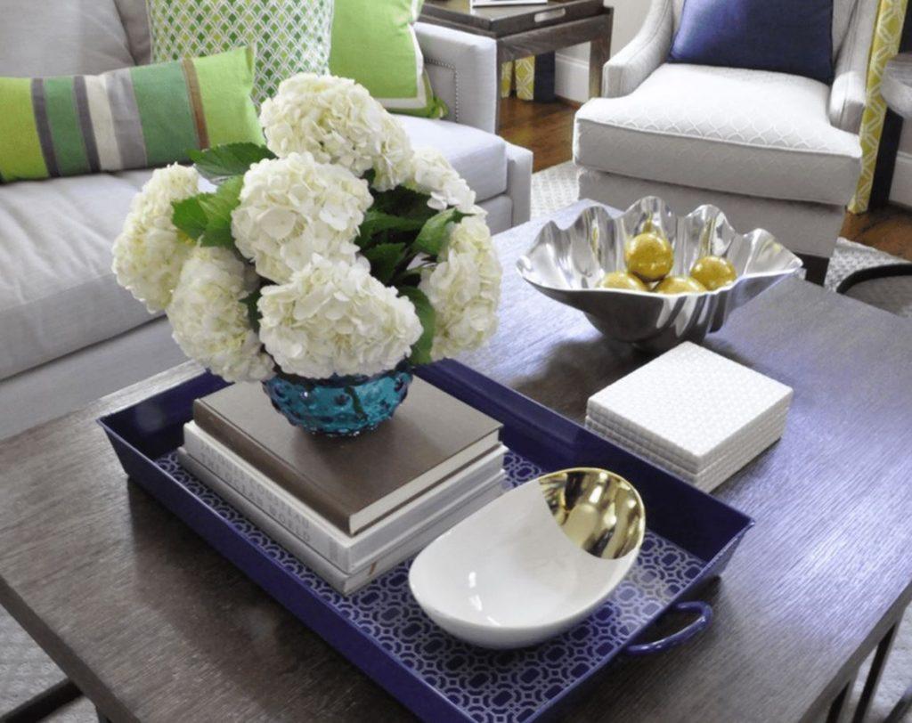 centro de mesa de comedor moderno con flores