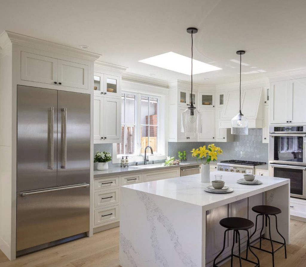 cocina integrada en salon pequeño