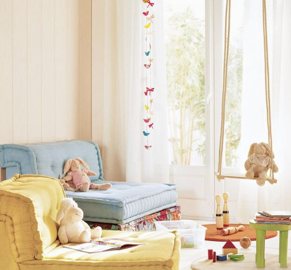 columpios infantiles en dormitorio infantil