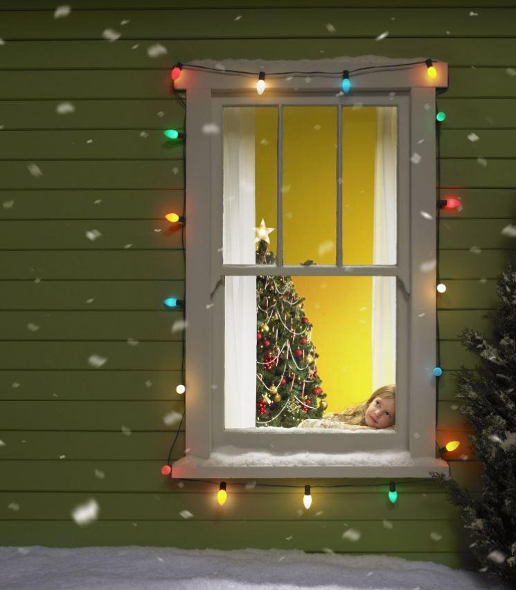 como decorar una ventana en navidad con luces