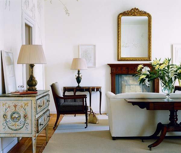 decoracion clasica muebles oscuros salones
