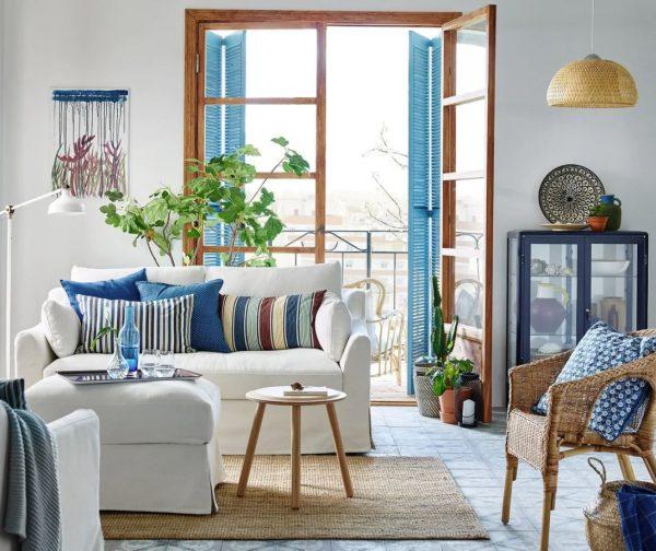 decoracion sala de estar con mesa camilla