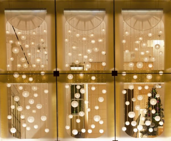 ideas para decorar ventanas con luces navideñas