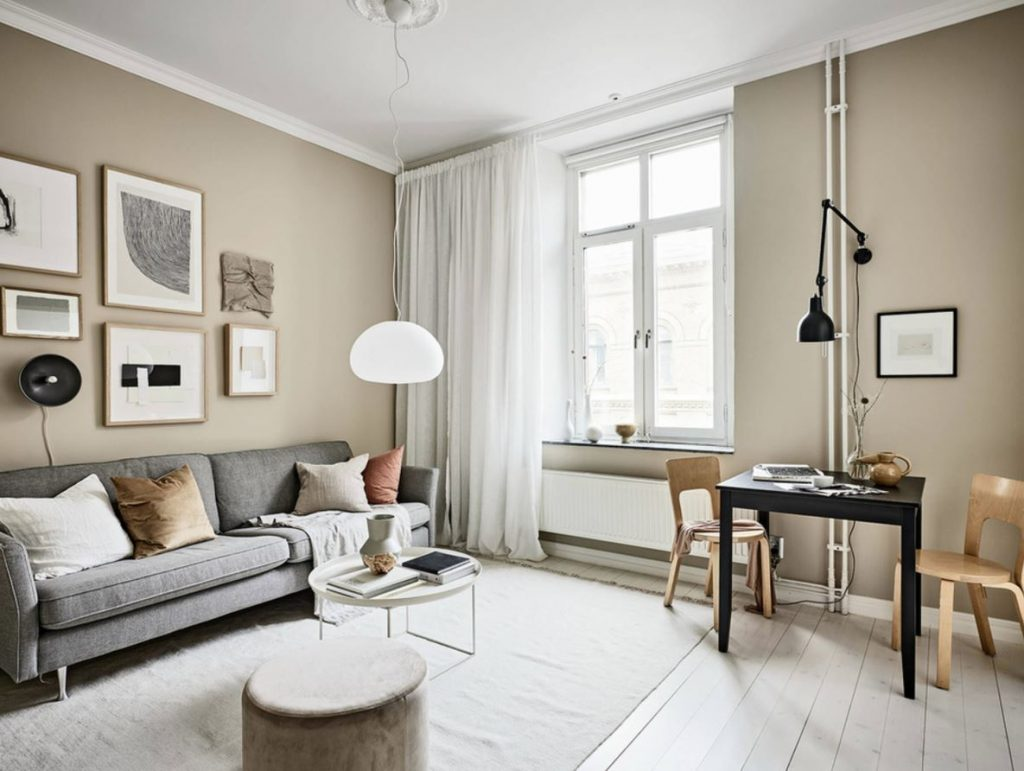 muebles oscuros paredes claras