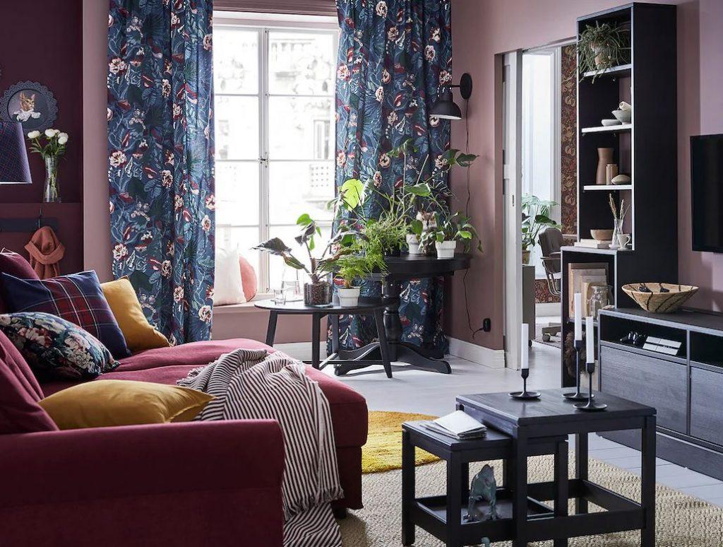 muebles salon negro y madera Ikea