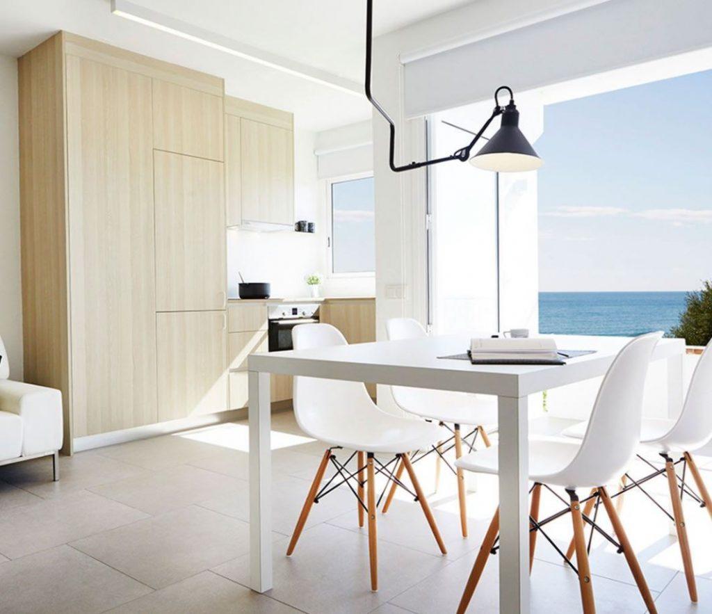salon cocina con vistas al mar