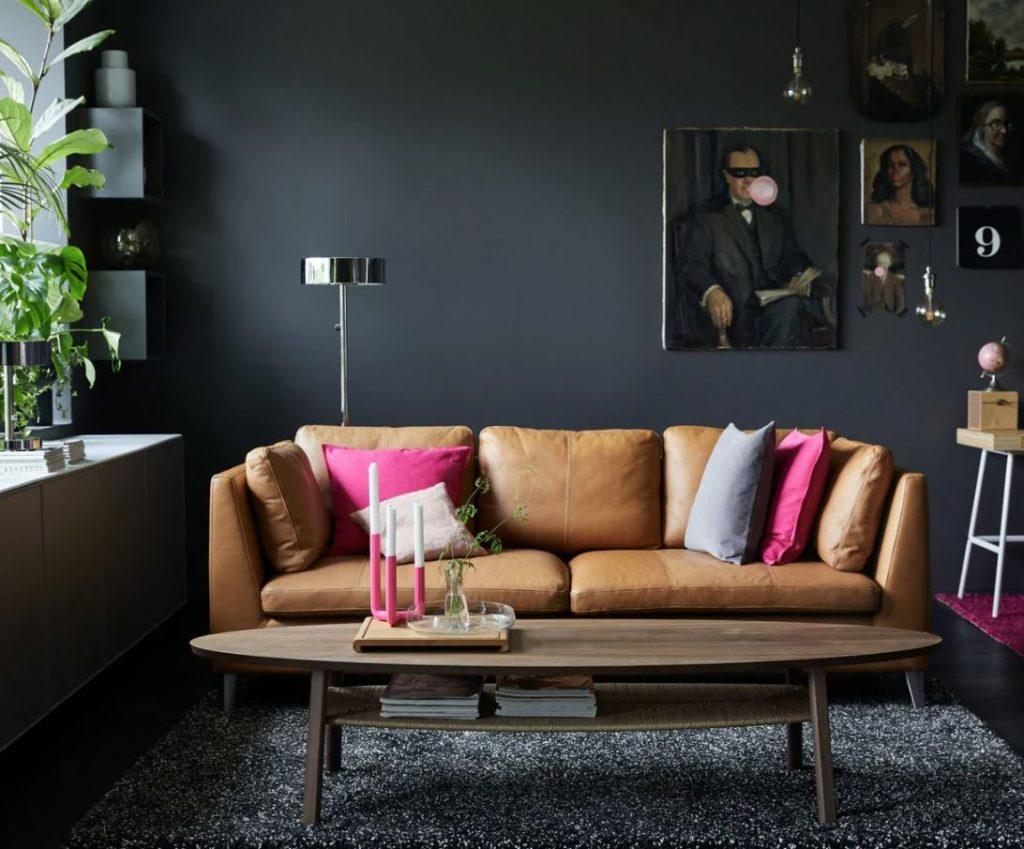 sofa piel natural con centro de mesa madera