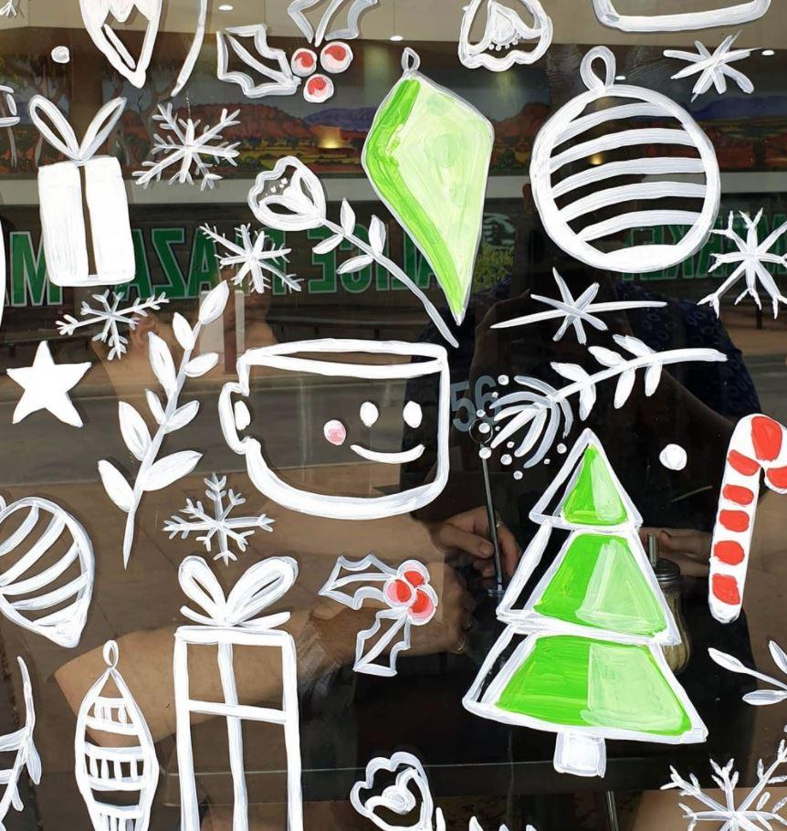 ventanas con dibujos pintados a mano