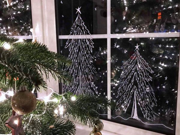 ventanas decoradas de navidad con nieve