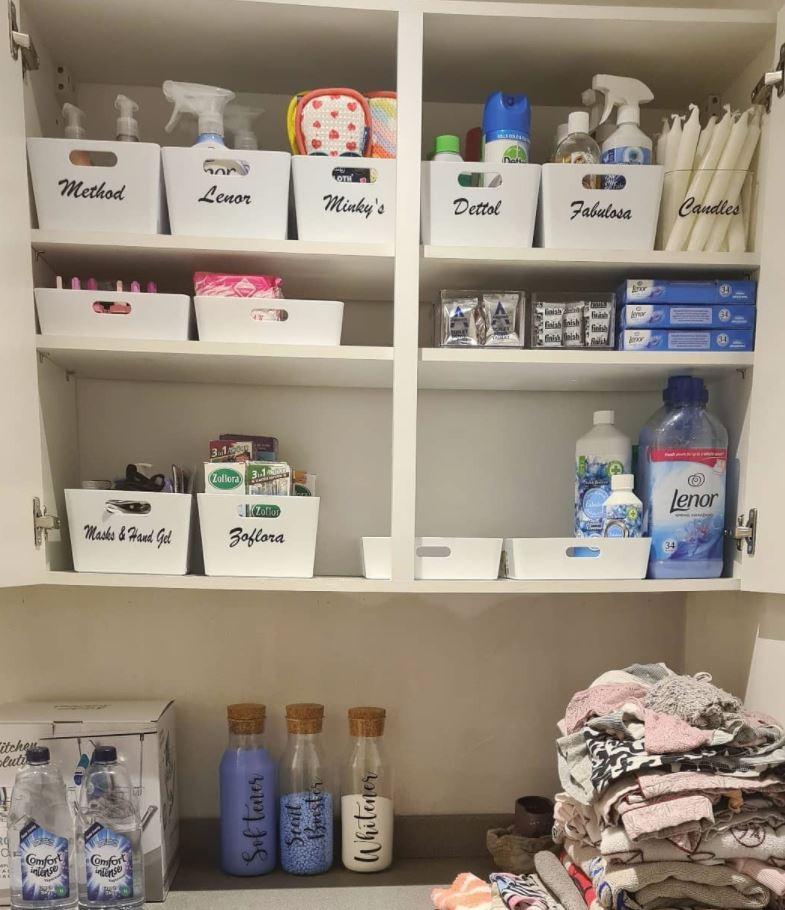 organizar trastero con etiquetas de ropa