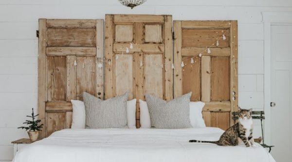 cabeceros con puertas viejas para la cama