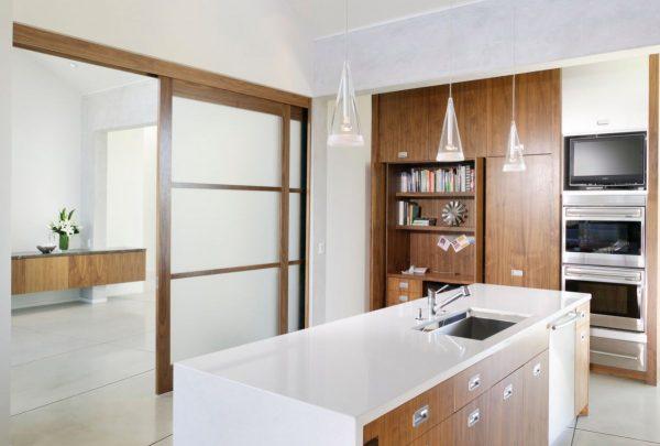 cocinas modernas con puerta corredera