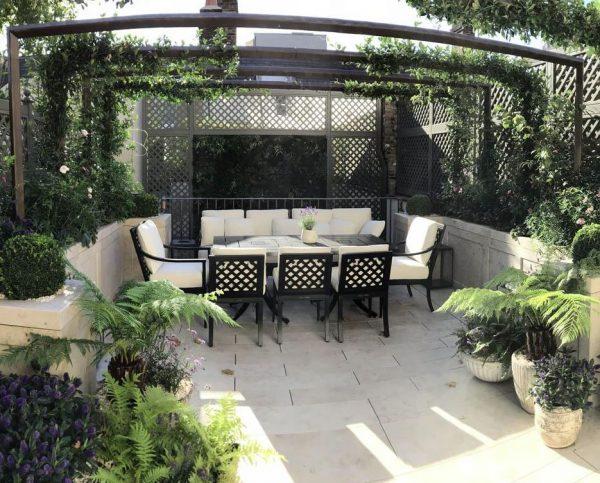 como adornar un patio interior