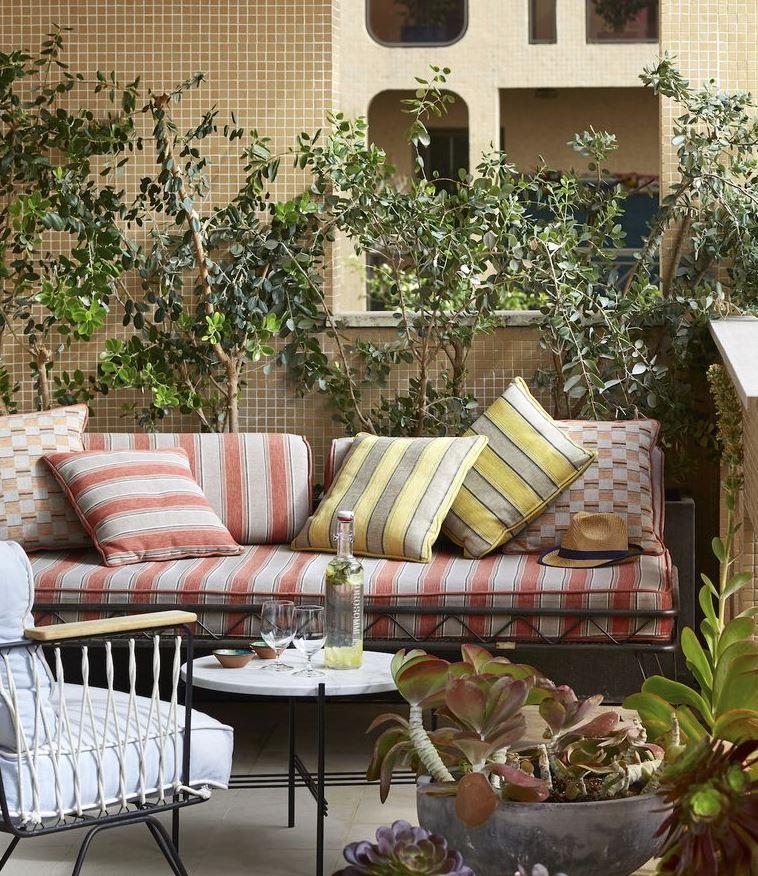 como decorar un patio interior de una casa