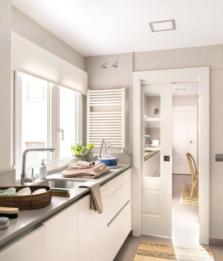 puerta corredera blanca para cocina pequeña