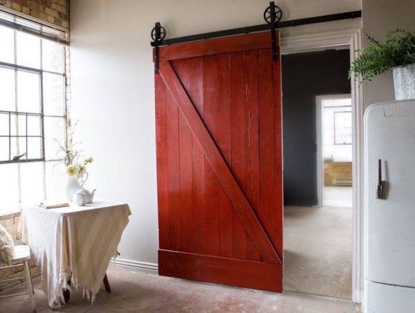 puerta corredera rustica roja cocina