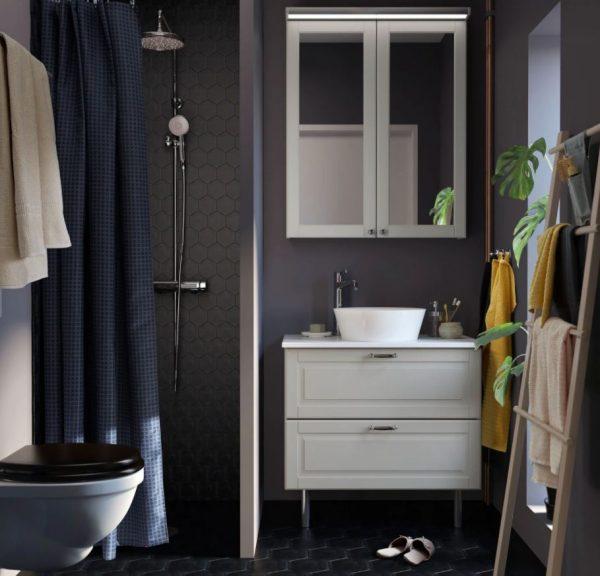 baño pequeño suelo oscuro