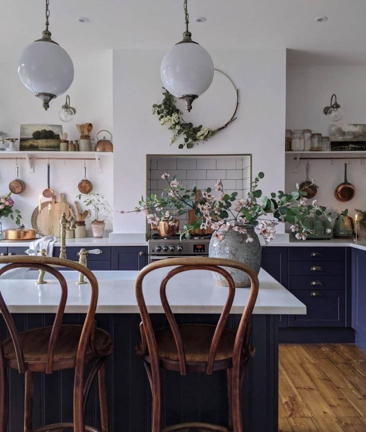 como decorar una pared de cocina rustica