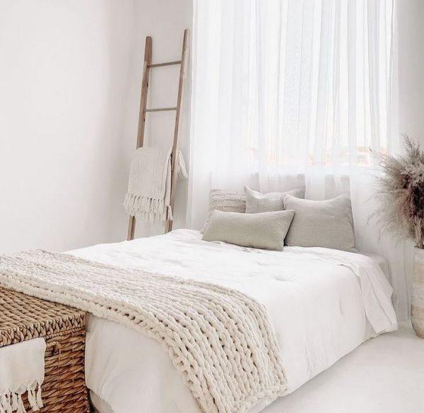 dormitorio de matrimonio madera y blanco