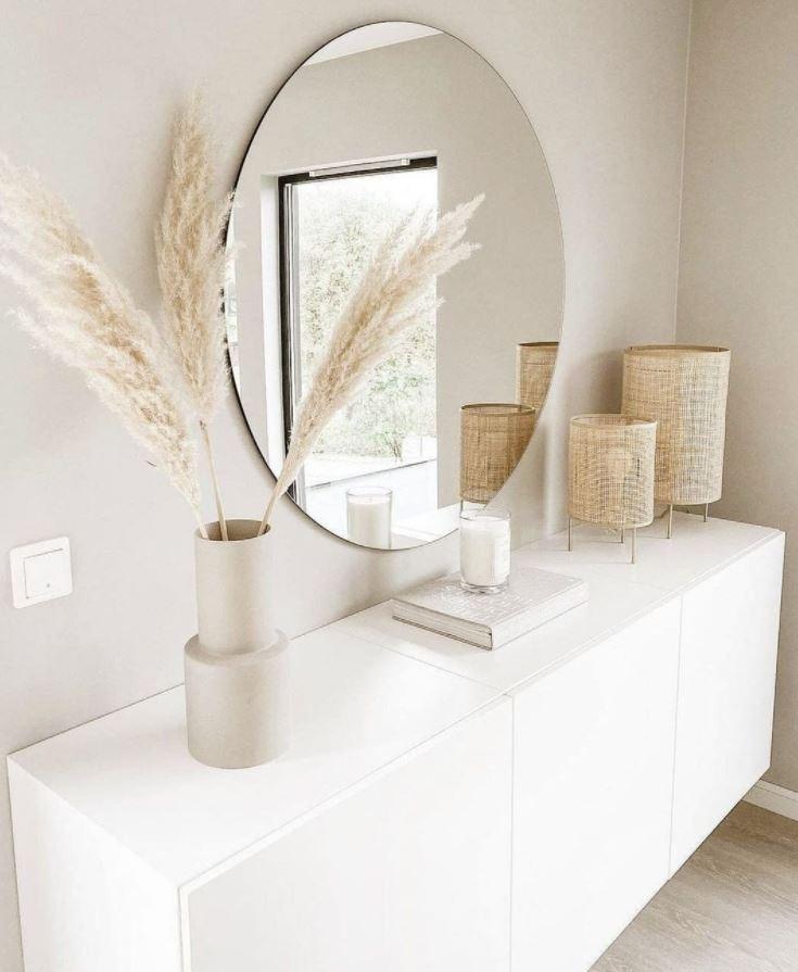 recibidor entrada casa con espejo mueble blanco