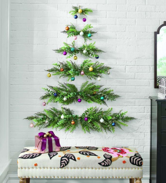 arbolito navideño en la pared