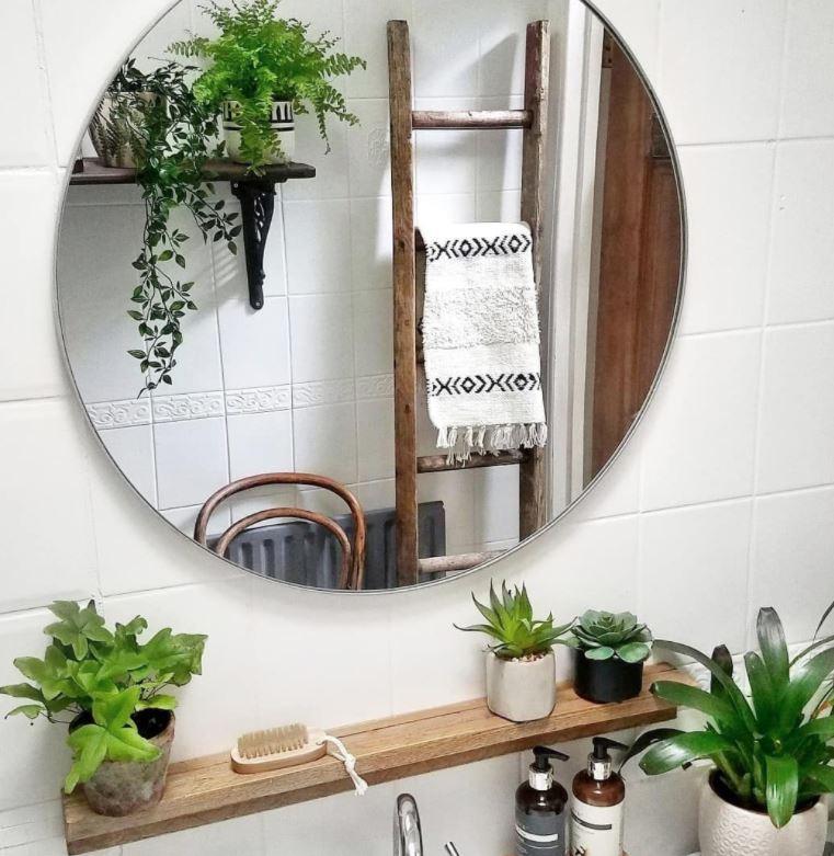 baños con espejos grandes