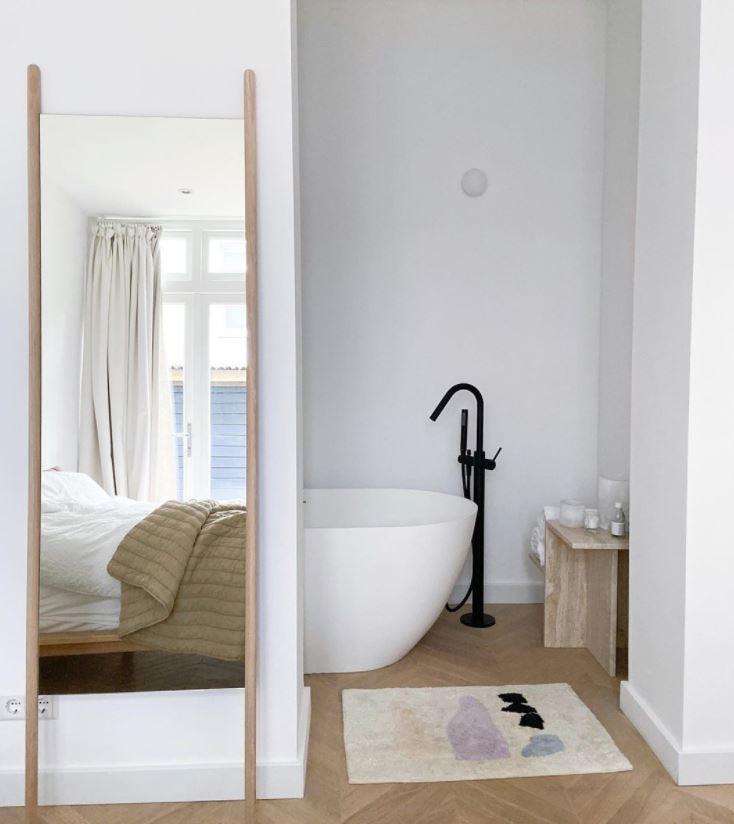 baños integrados en dormitorios pequeños