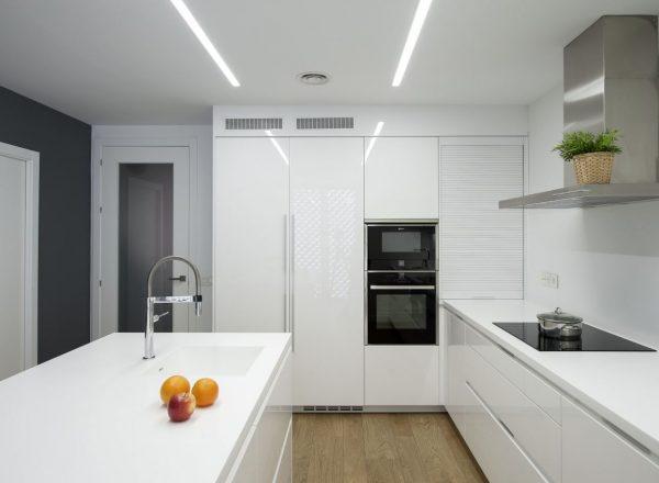 cocina blanca minimalista moderna