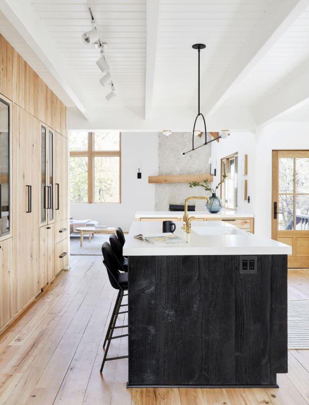 cocina con isla integrada en salon