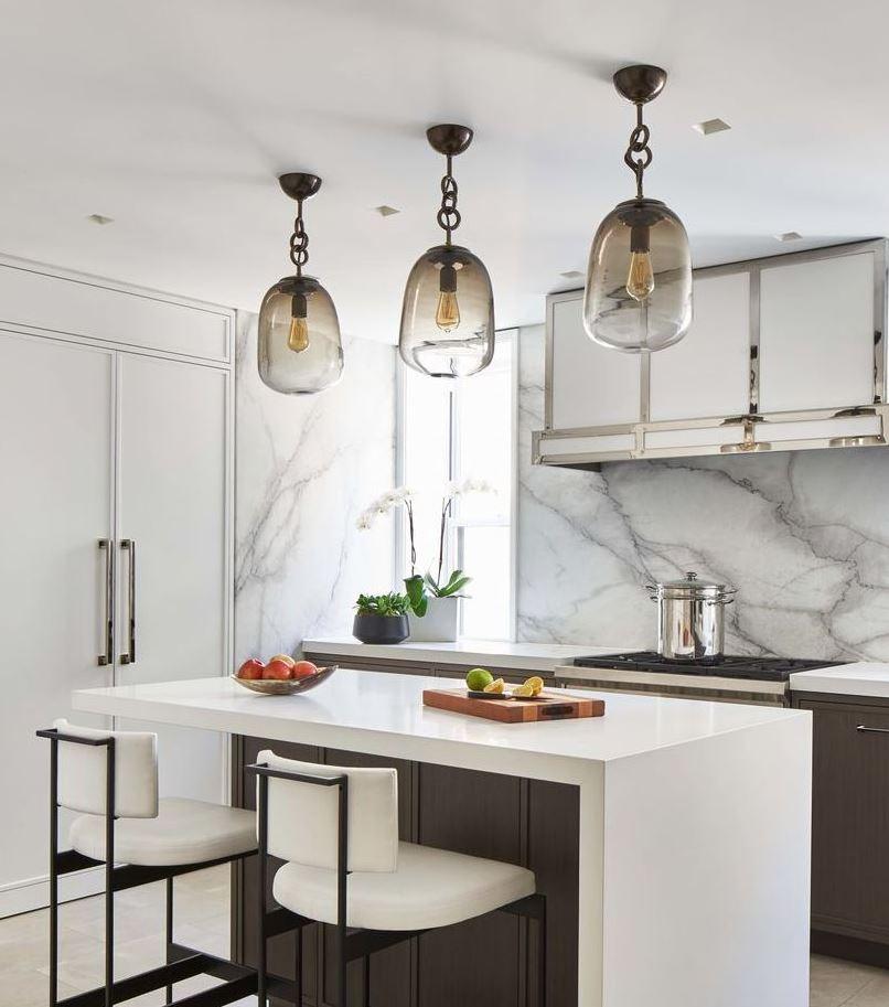cocinas blancas y gris azulejos