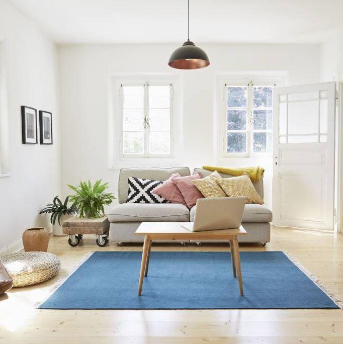 combinar muebles oscuros y claros