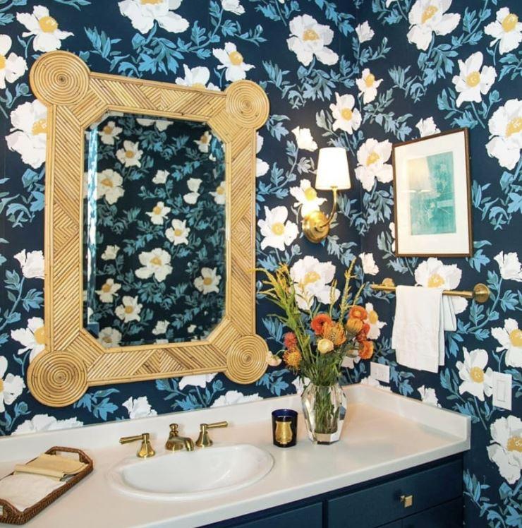 como decorar un espejo de baño con material reciclado