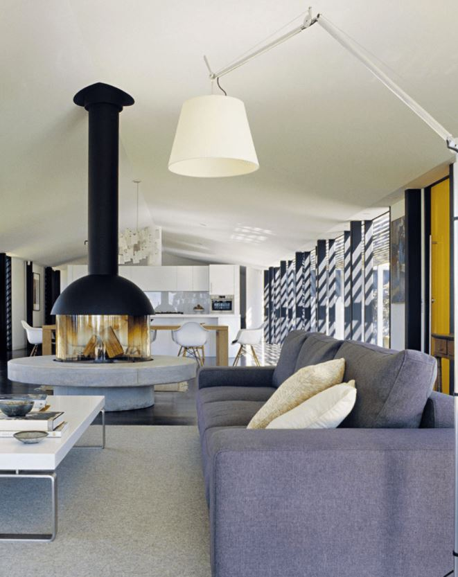 como decorar un salon alargado con chimenea