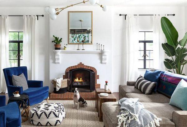 como decorar un salon rectangular con chimenea