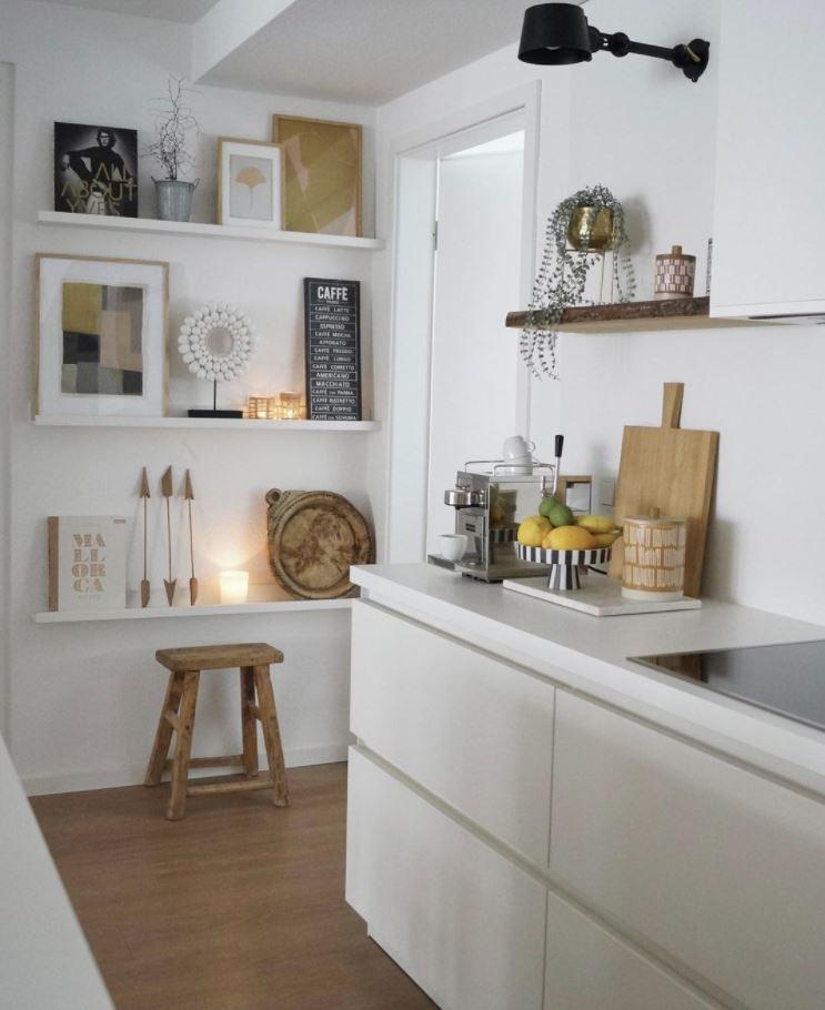 como decorar una pared blanca cocina