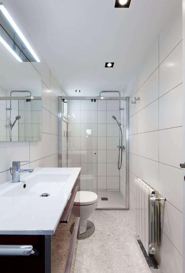 como iluminar un baño correctamente
