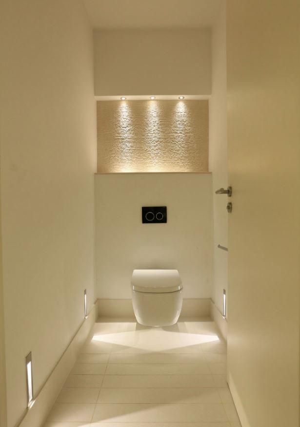 cuarto de baño con focos