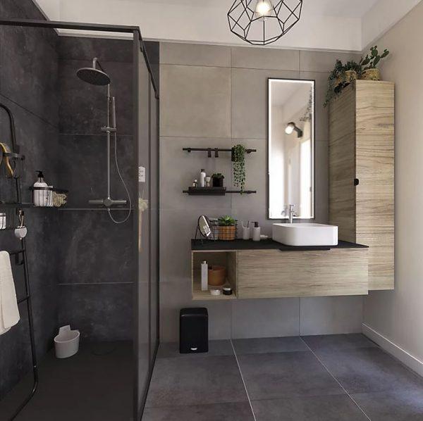 cuarto de baño gris oscuro