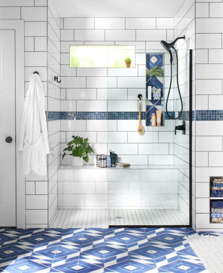 cuarto de baño pequeño con plato de ducha