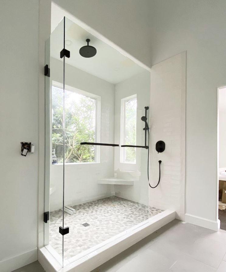 diseños de baños con plato de ducha