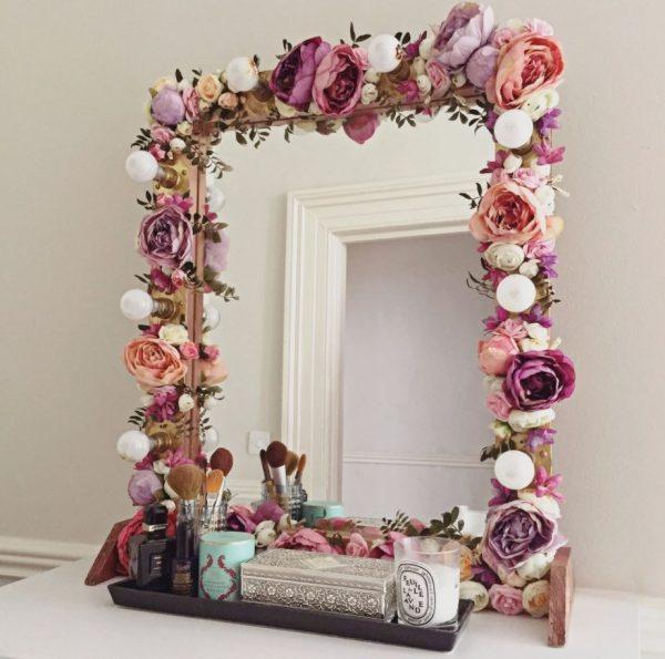 espejo con marco de flores