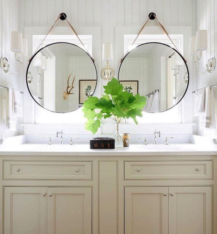 espejos colgados con cuerda baño