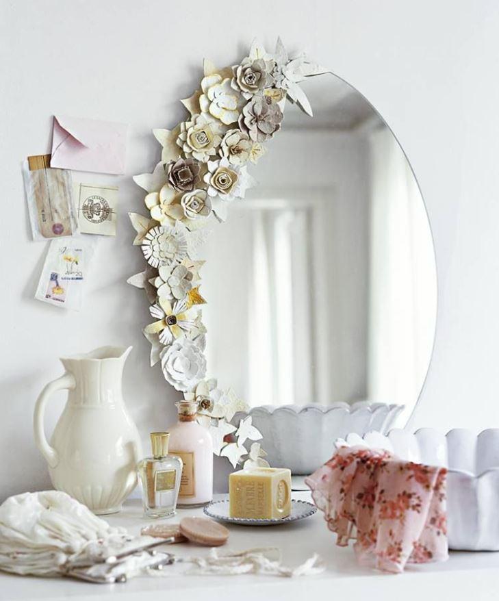 espejos con flores artificiales