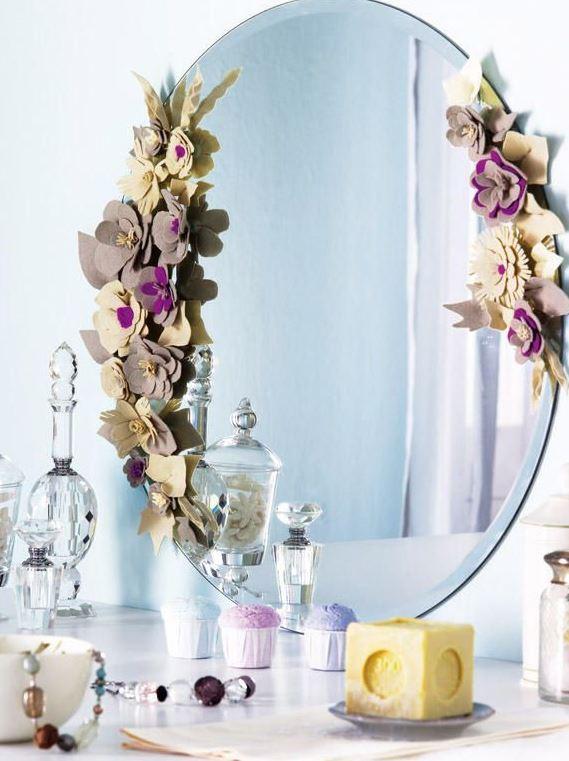 espejos decorados con flores artificiales