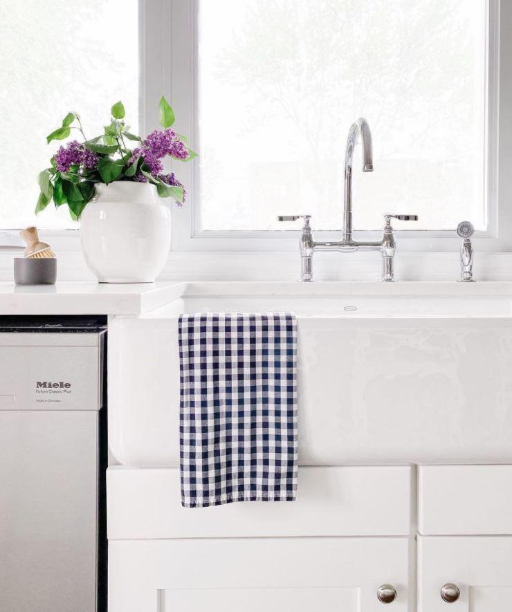 fregadero cocina blanca