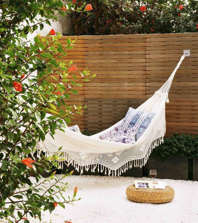 ideas para decorar jardines con material reciclado