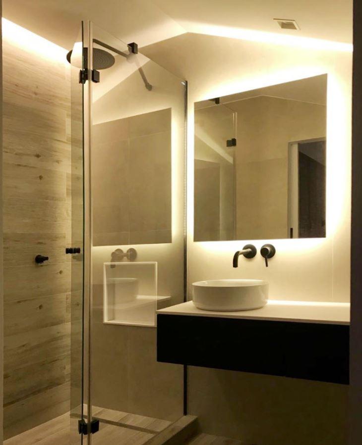 iluminar baño sin ventana