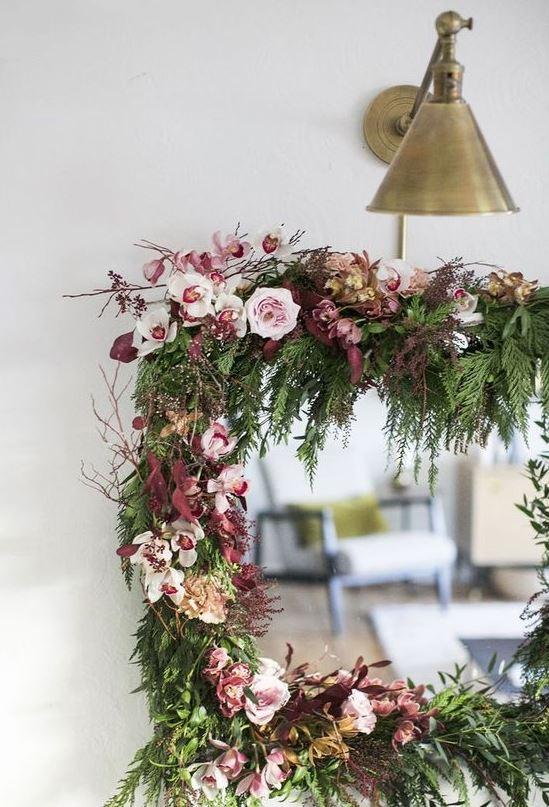 marco de espejo decorado con flores