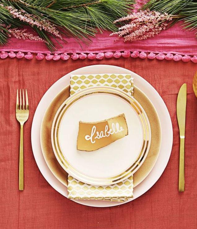 mesa con toques dorados navidad